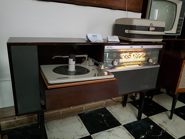 appr ciez la qualit sonore d 39 un poste fm lampe de 1963. Black Bedroom Furniture Sets. Home Design Ideas